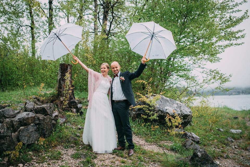 Fotograf Garmisch Regen, aber Sonne im Herzen Hochzeit Sommer Stories